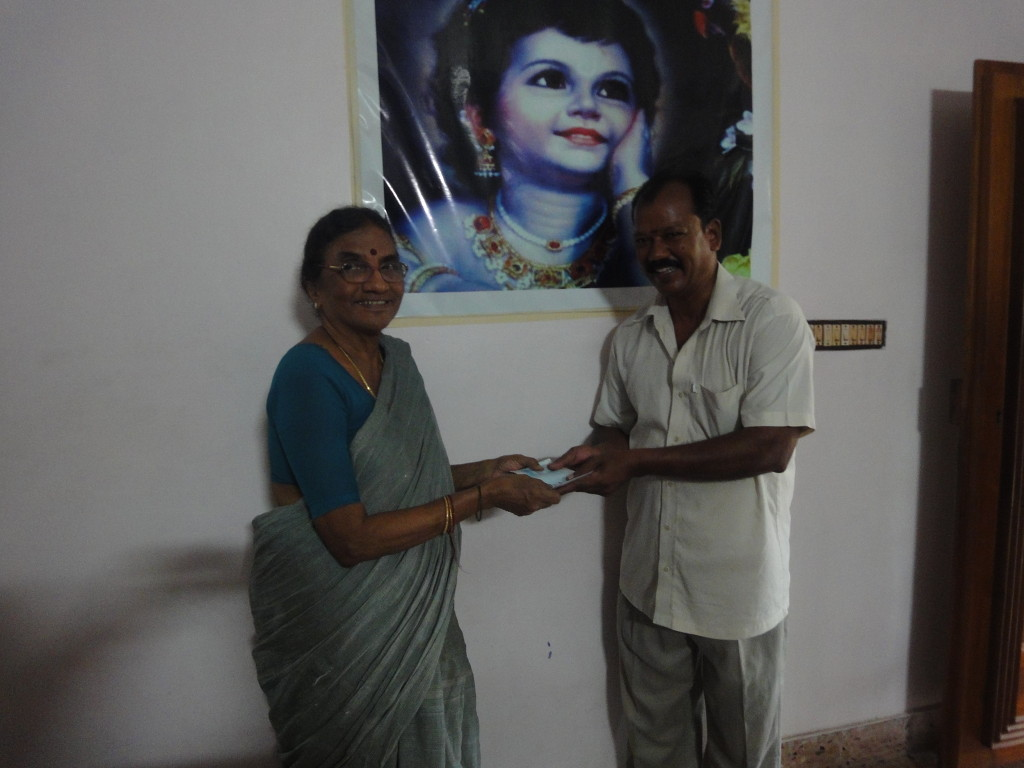Parent of the trustee handed over an educational-aid cheque for the higher studies of a daughter of poor lady who live by ironing